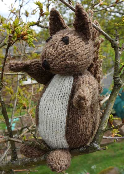 Rufus — red squirrel knitting kit